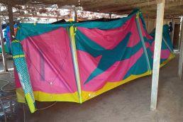 Kites werden mit Suesswasser abgewaschen
