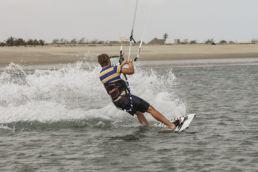 Notlandung beim Kiten durch Wegkicken des Boards