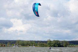ein Kiter am Altmühlsee