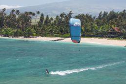 Fernando Fernandes kitet auf Maui
