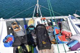 Kitegepäck an Board eines Segelbootes