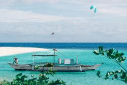 Nick Jacobsen zieht mit dem Reach Kiteloop Board-Offs auf einer einsamen Insel