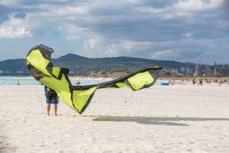 Kiter am Strand von Grosetto ind er Toskana