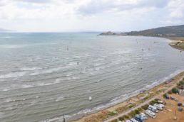 Kiter am Strand von Talamone in der Toskana