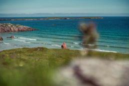 Blick auf den Ceannabeinne Beach in Schottland