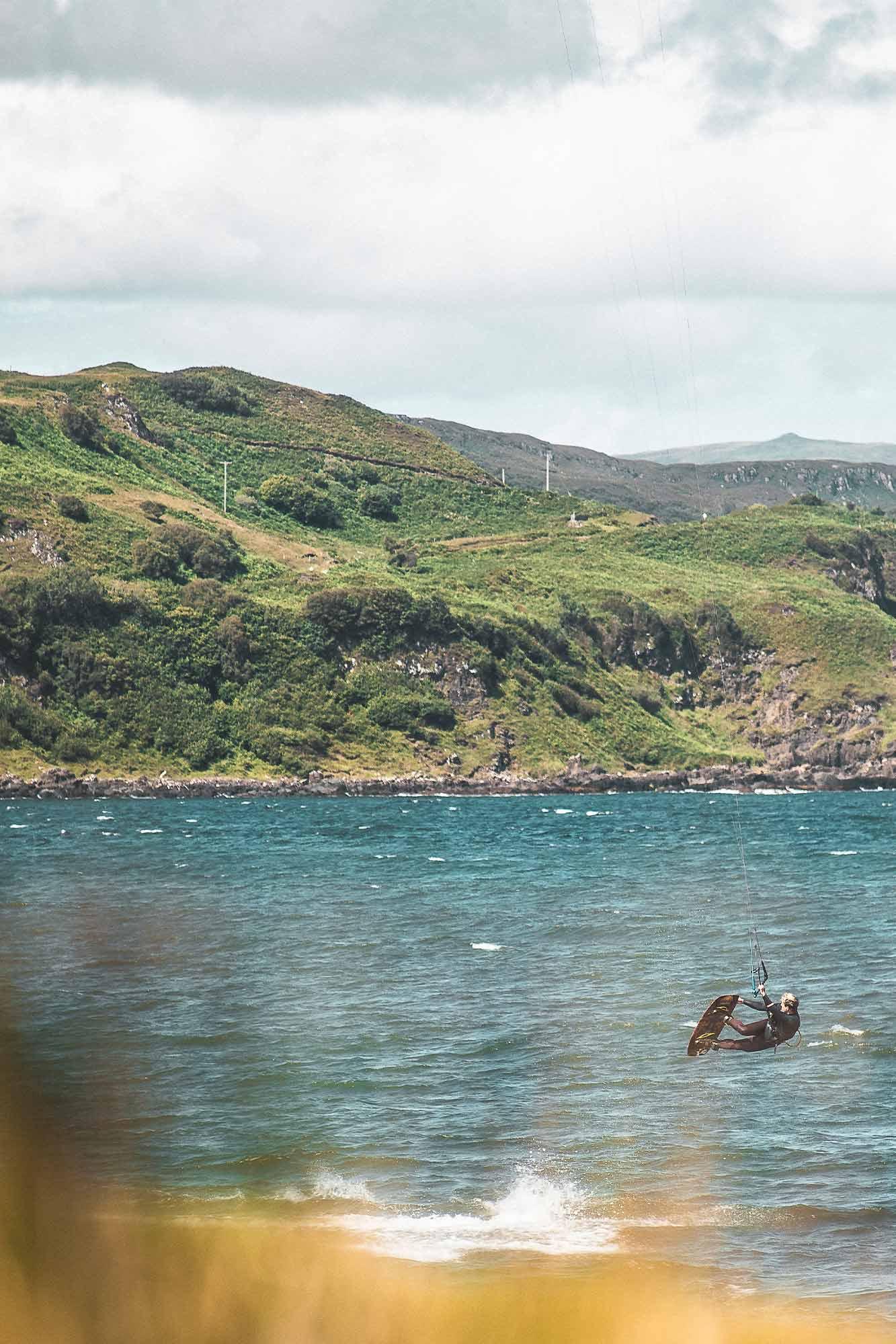 Kiten auf der Halbinsel Gedintailor in Schottland