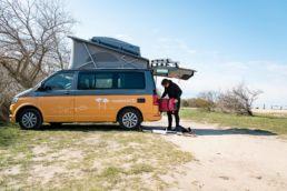 Kite-Urlaub mit einem Camper von Roadsurfer