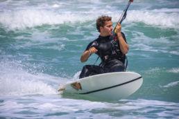Jon Modica beim Kitesurfen