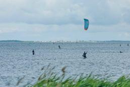 Blick auf den Kitespot Suhrendorf auf der Insel Ummanz an der Ostsee